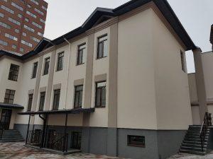 Двухэтажное здание после утепления фасада в Днепре